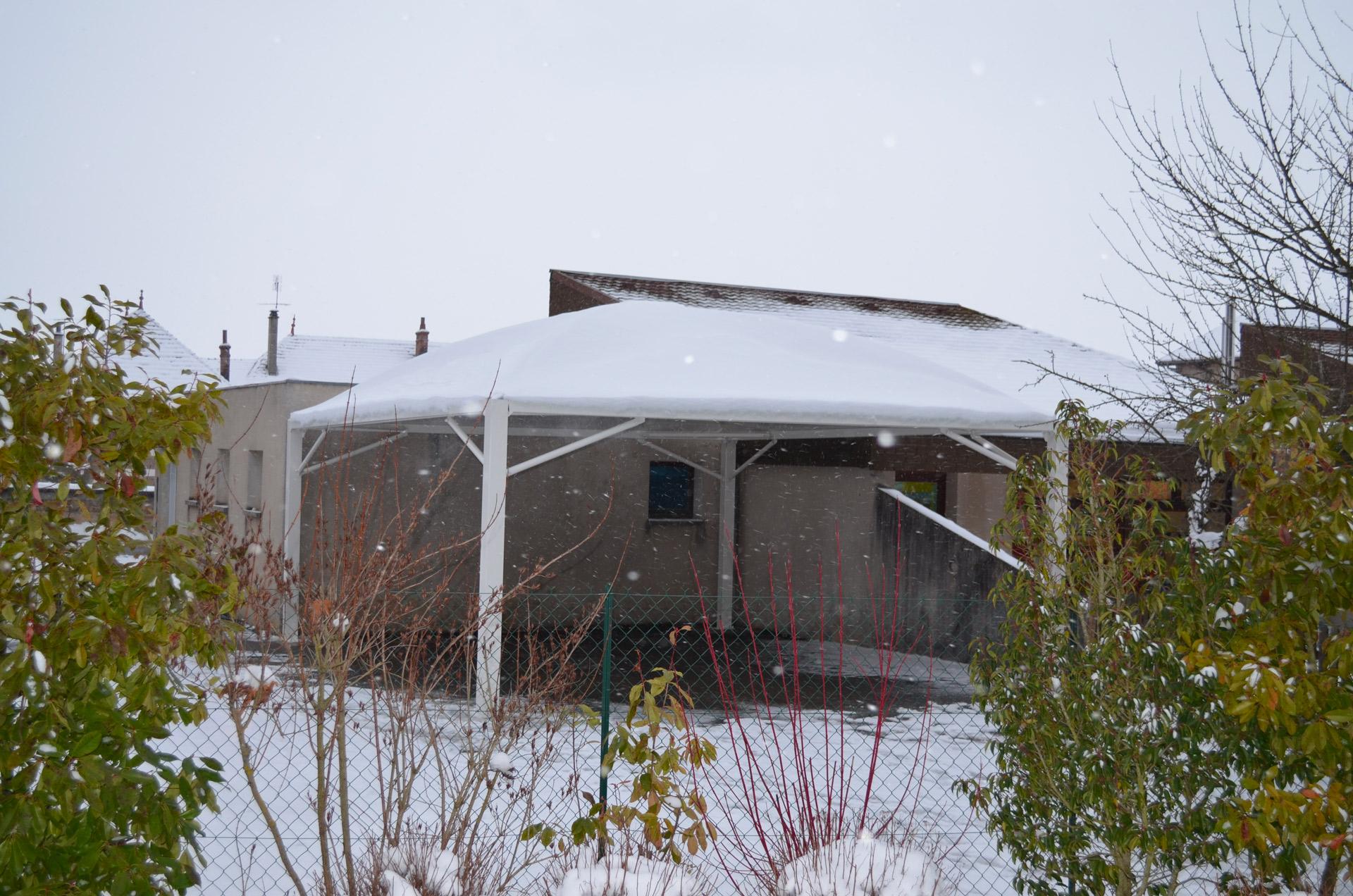 Texabri a construit le préau de l'école maternelle d'Izeaux